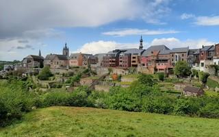 La cité médiévale de Thuin et son vignoble