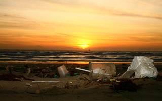 Océans et mers plastifiés, une bombe à retardement écologique