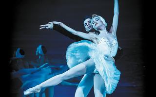 Le Lac des Cygnes : Grand Ballet de Kiev.