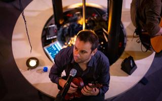Anti-tempête : concert en cercle signé Tony Melvil